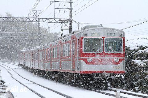 雪の中を走る3001×4