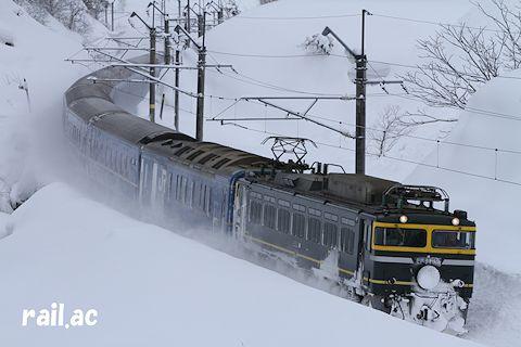 雪国を行くトワイライト色EF81牽引日本海