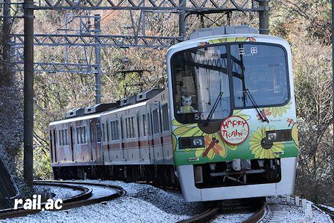 僅かに雪が残る中をHAPPY TRAIN☆がゆく