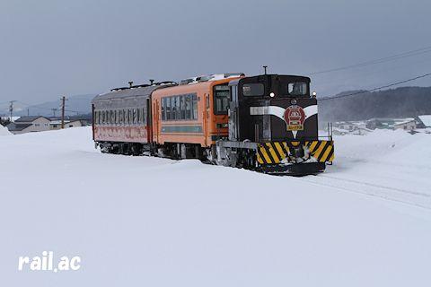 ストーブ客車1両だけの津軽鉄道ストーブ列車