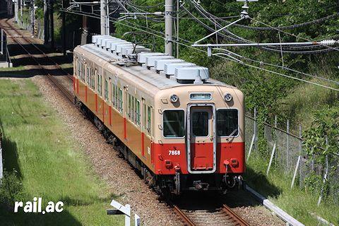 武庫川線を走る赤銅車