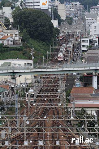 菊水山山頂への道から鈴蘭台駅方面を眺める