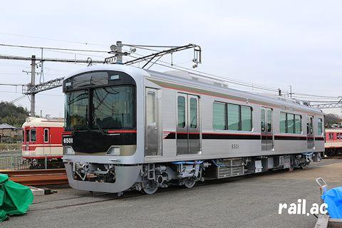 搬入された新造車6500系6501号車
