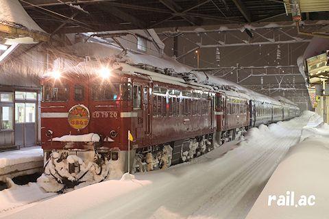 雪の青森駅で出発を待つED79重連牽引 はまなす
