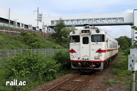 2015年6月に津軽二股駅から見た津軽今別駅