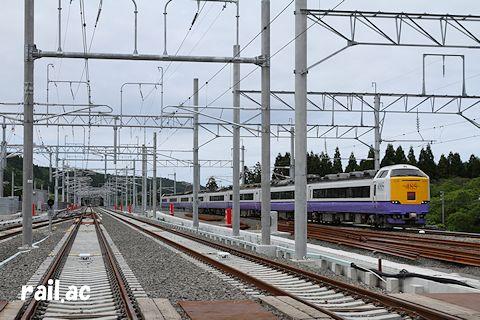 津軽今別駅に到着する485系白鳥
