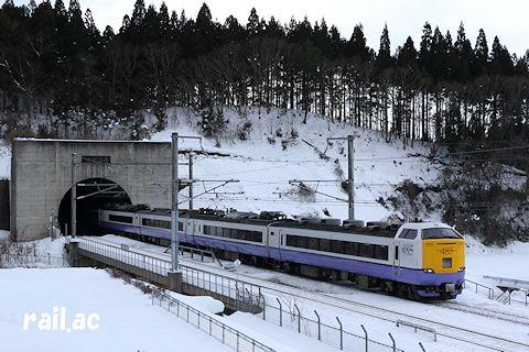 青函トンネルを抜けてきたJR東日本485系白鳥
