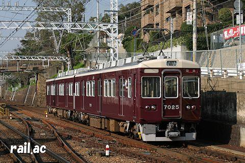 阪急神戸線にて増結用2連で運用されていた頃の7025×2R