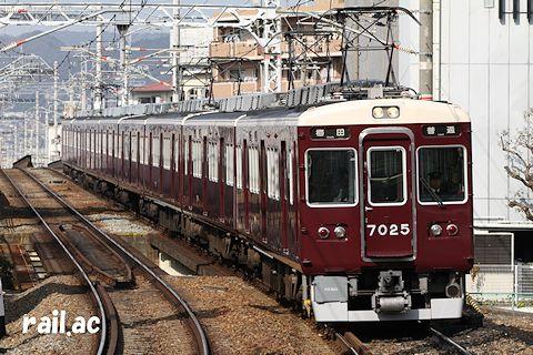 阪急宝塚線で運用されていた7025×8R(2+4+2編成)
