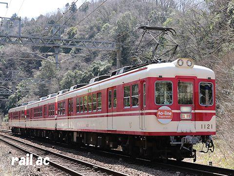 神戸電鉄粟生線サポーターズくらぶヘッドマークを掲出している貸切列車1122F1121号